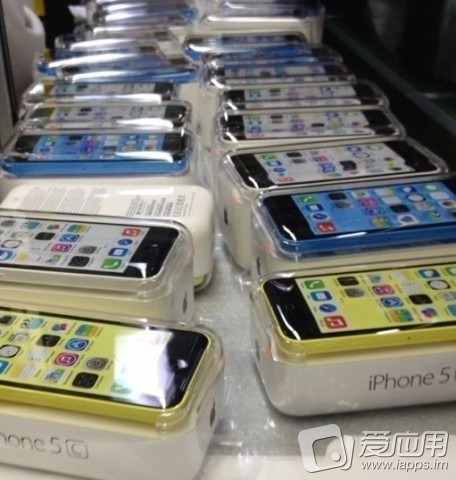blue_white_yellow_iphone_5c_packaged